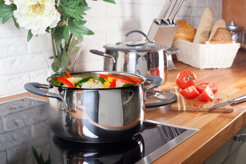 Hogyan kell tisztítani a kerámia edényeket és edényeket
